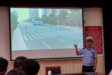 保障道路安全与通畅 市北交警应邀开展宣传讲座