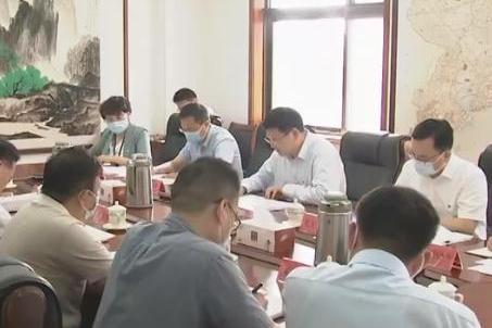 赵豪志为所在党支部党员讲党课