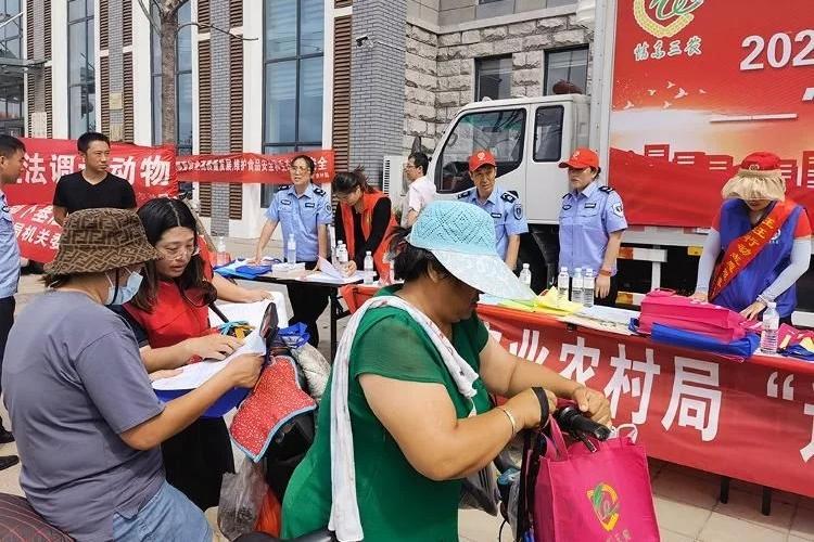 """青岛胶州市农业农村局开展""""送技术、送服务、送法律""""走进群众活动"""