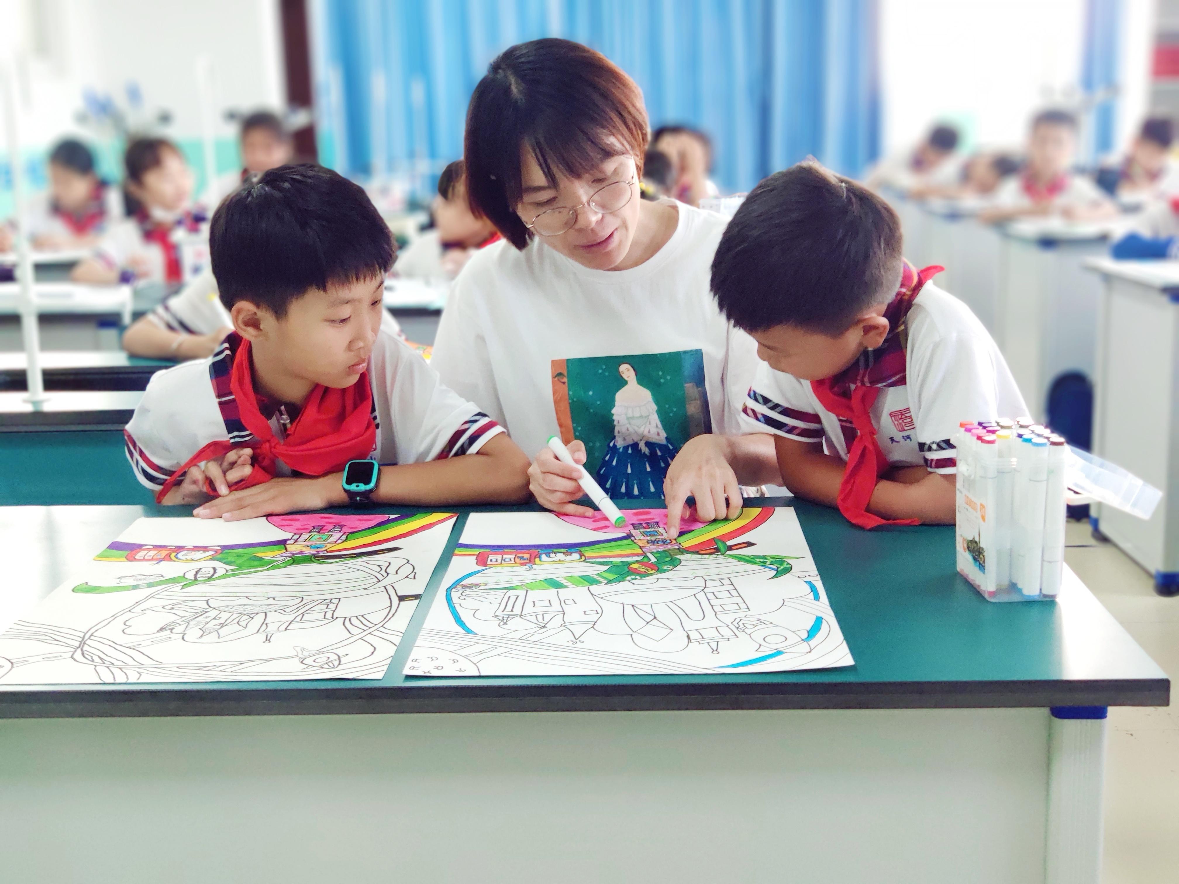 城阳区天河小学剪纸与儿童画社团.jpg