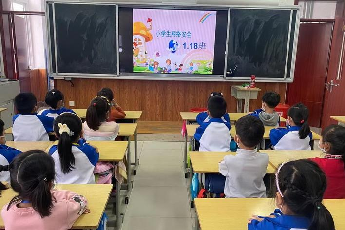 莱西市香港路小学举办安全周宣传活动